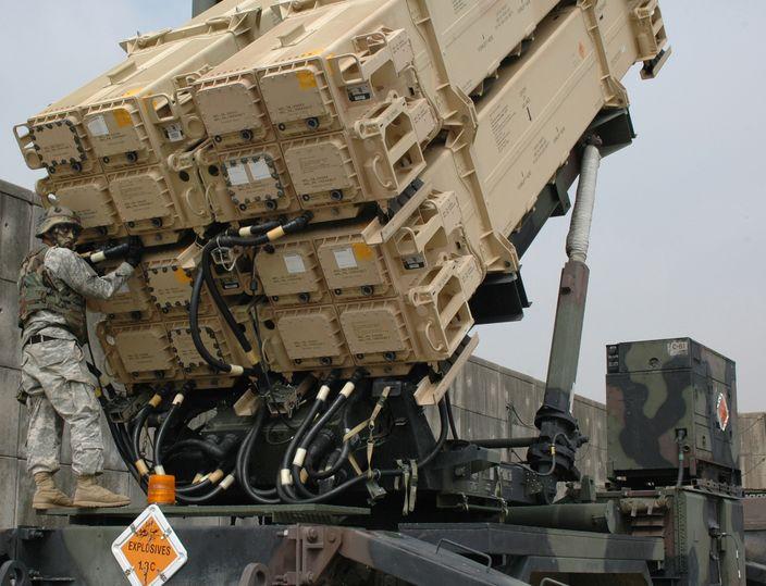 愛國者3型可裝填16枚導彈於同一發射架。(網上圖片)