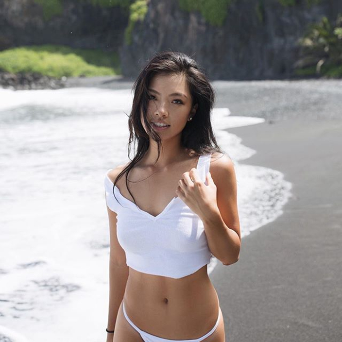 """af7d4f6746e59e Lily attracts eyeballs not only for her golf skills but also her sexy figure  and a healthy tan, making her a new year """"golf goddess""""."""
