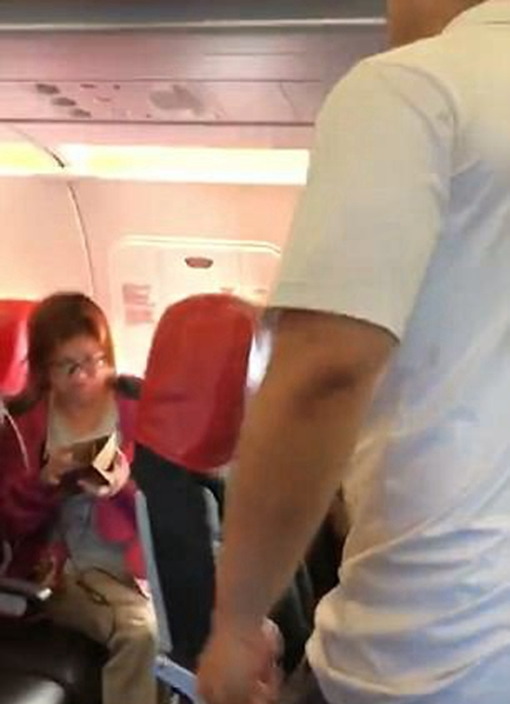 Rude passenger occupying entire row on Air Aisa flight