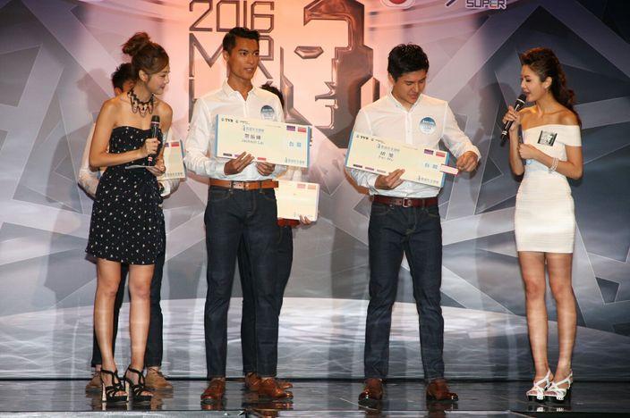 揭中「台灣機票」的參賽者躋身十強(本網記者攝)