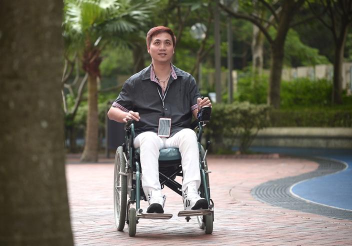 柳冕脊髓受損後,需用輪椅代步