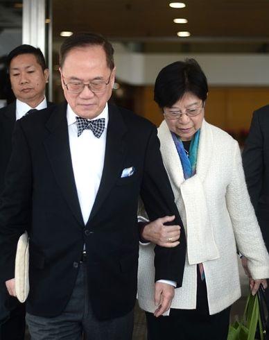 控方指曾蔭權夫婦多次就深圳物業與何周禮會面。