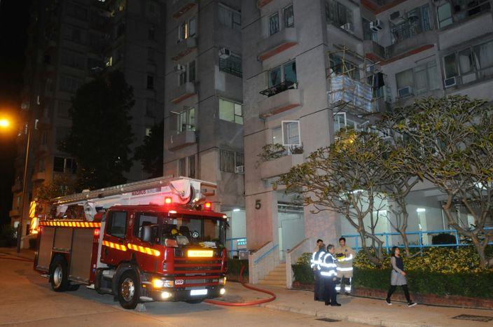 消防及警方趕至現場。