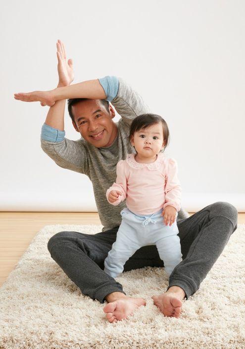 徐榮與包包父女檔拍廣告,晒溫馨。