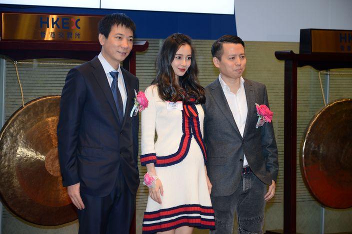 美圖董事長蔡文勝(左),藝人Angelababy(中)及首席執行官吳欣鴻。