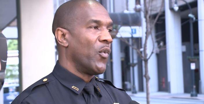 亞特蘭大警局發言人陳述案情。(網上圖片)