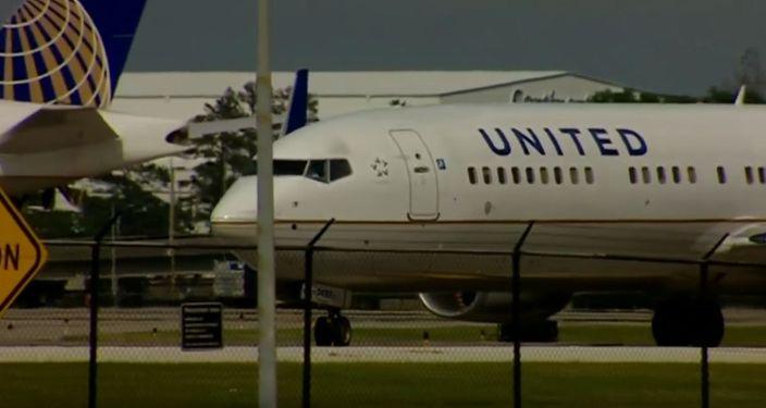 聯航發聲明回應反指兩人無付錢想坐升級機位(網上圖片)