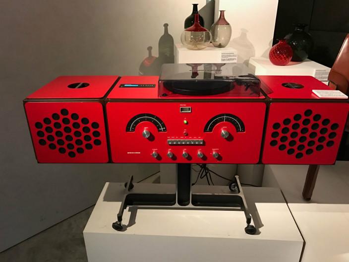 由Glacomo 及Castiglion於1965年創作的黑膠唱片機,全球只有五部。
