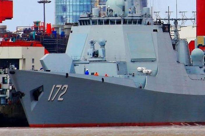 裝備了相控陣雷達的052D導彈驅逐艦。(網上圖片)