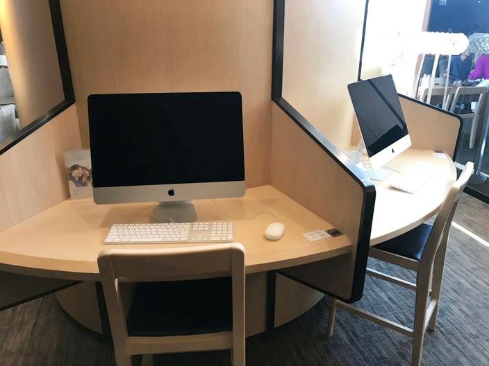 貴賓室內旅客可使用蘋果電腦