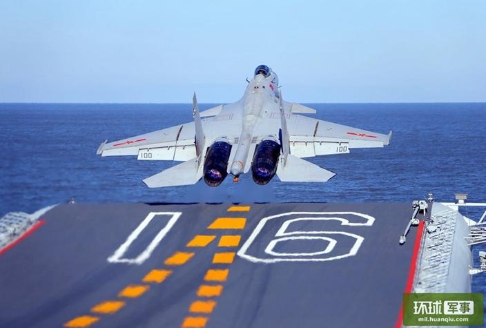 歼—15战斗机在辽宁舰上滑跃起飞