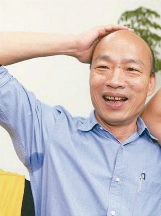 图: 韩国瑜突然遇上大胸对手,自然摸不著头脑 网上图片