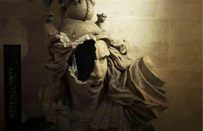 圖:凱旋門博物館的瑪麗安娜頭像被打穿一個大洞。AP圖片