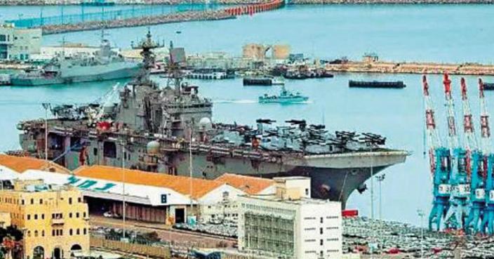 去年三月中,美國兩棲攻擊艦「硫磺島號」與以色列舉行聯合軍演後,停泊在海法港口。(網上圖片)