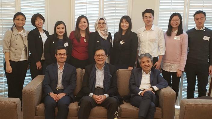 香港教育大學校長張仁良(前排右)、校董會主席馬時亨(前排中)、賽馬會慈善及社區事務執行總監張亮(前排左)。
