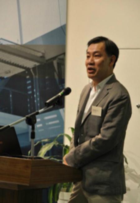 馮德雄出席硏討會。(恆大網站圖片)