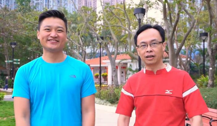 图:三耳局长(右)和郑泳舜(左)。