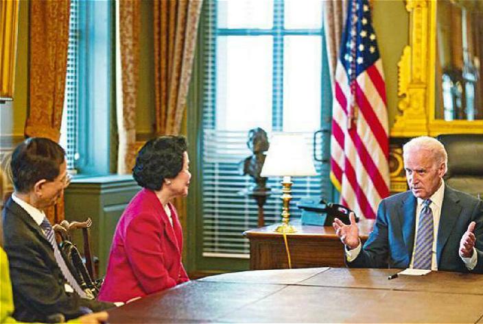 陈方安全在2014年见过美国副总统拜登。白宫图片