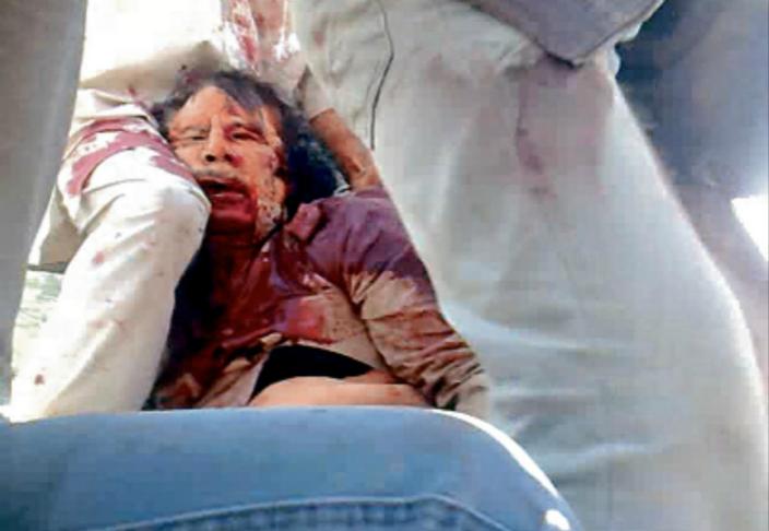 卡達菲被叛軍殺害。網上圖片