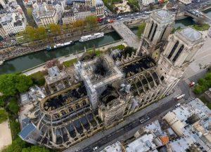 巴黎圣母院火警,法国消防以无人机监察火势及制订灌救策畧,十分成功。