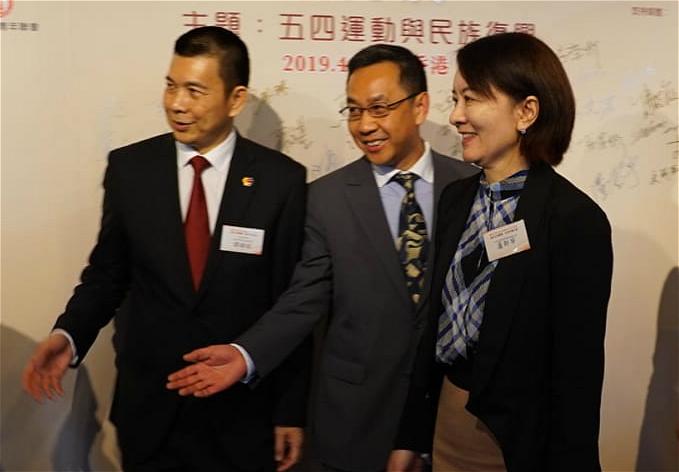 盧新寧出席五四運動百周年紀念圖片展(右)