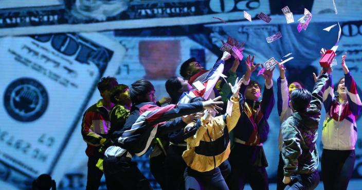 林鄭話Dancical俾年青人自信,在舞台上表演。
