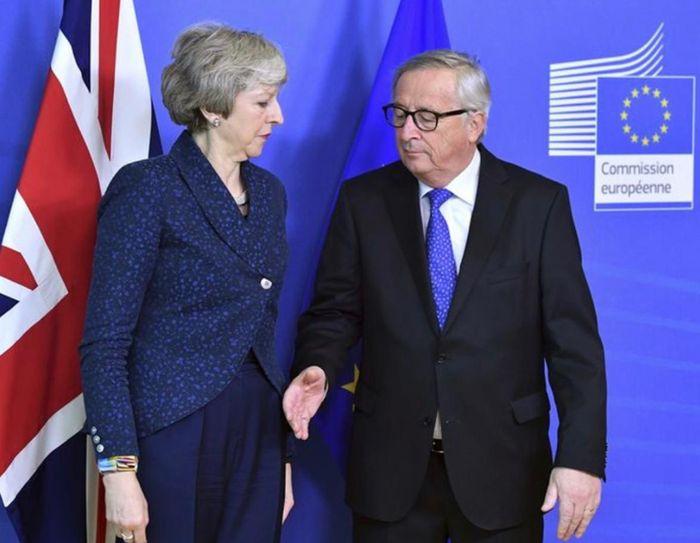 英國不斷叫歐盟讓她延期脫歐,被法國媒體指為騙局。AP圖片