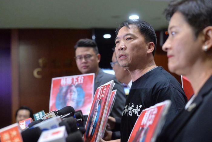 民主黨見記者叫林鄭下台。