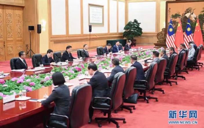 两国元首进行会谈。新华社图片