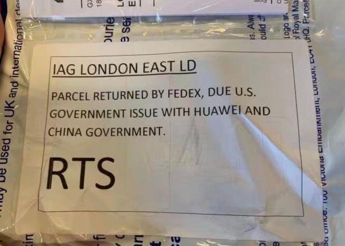 联邦快递在邮包标签上注明不投递的理由。