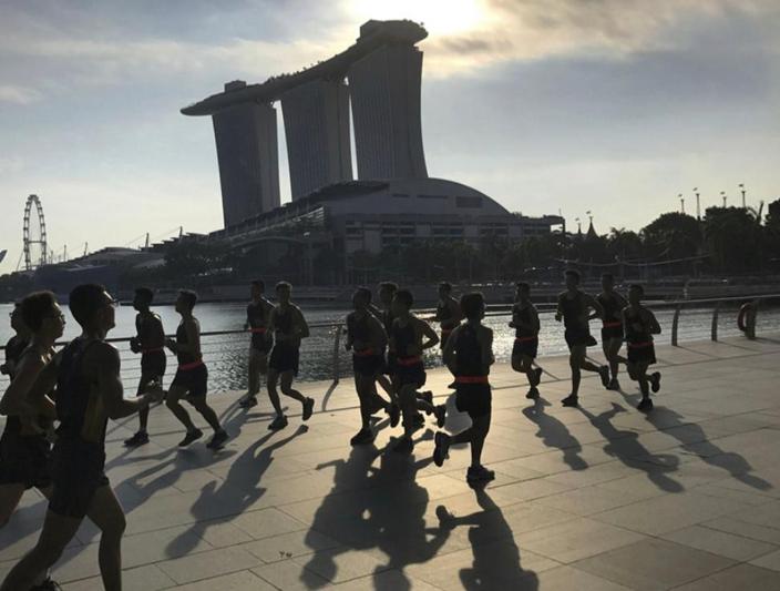 新加坡銀行家等住搶香港生意。AP 圖片