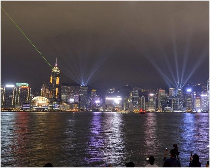 香港是一個經常被誇讚的聰明孩子,不過,是時候改變心態了。(AP圖片)