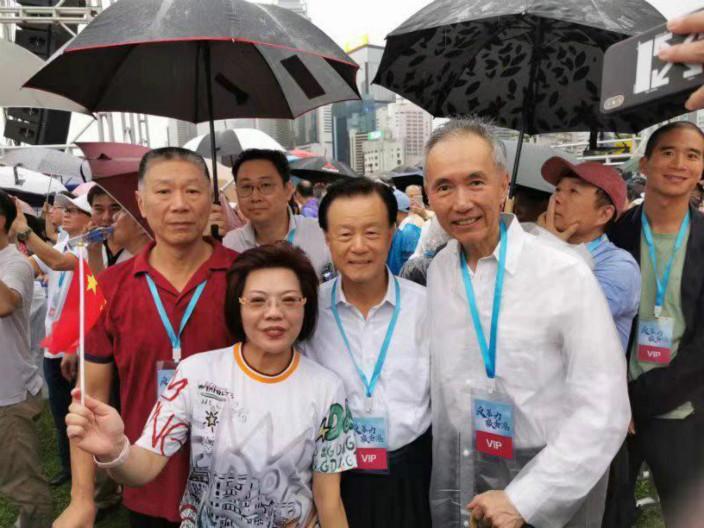 世茂集團主席許榮茂(右二)