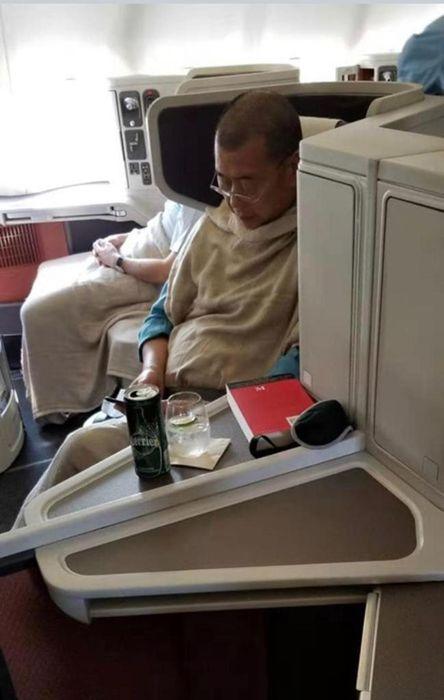 網上流傳照片話黎智英已離開香港。