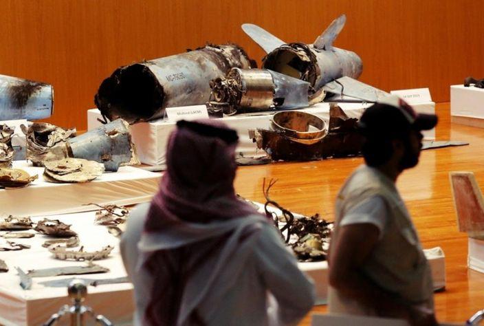 沙地公開了該國油田遭空襲後,現場留下的武器殘骸。AP圖片