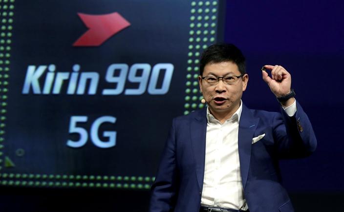 華為消費者業務首席執行官余承東說,麒麟990芯片上有103億個電晶體,是世界上最為強大。(AP圖片)
