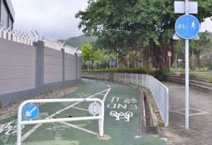 屋邨屋苑的连接路有一些自行车径,值得鼓励