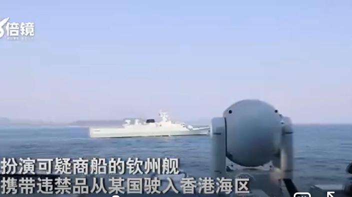 驻香港部队两艘军舰海上训练。