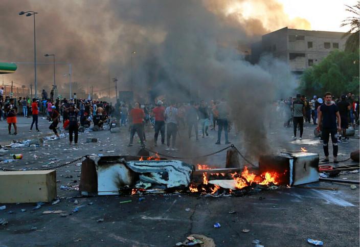 伊拉克示威造成重大傷亡。AP圖片