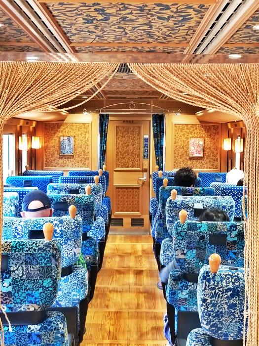 火车有富贵奢华的装潢,但古董车坐到条腰好痛。