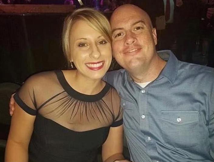 希爾(左)和她的丈夫赫斯利普。社交媒體圖片