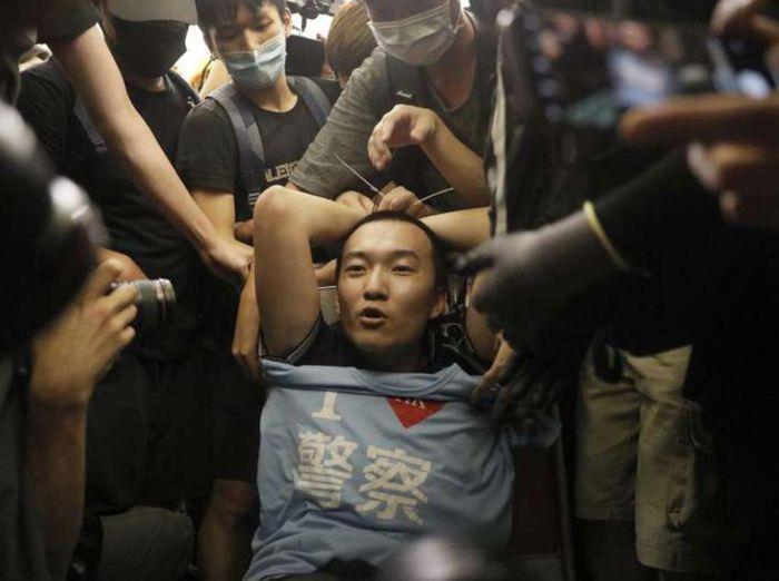 環球時報記者付國豪被禁錮暴打。