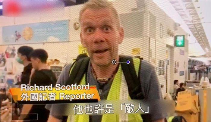 當時在機場目暏事件的外國記者說示威者狂踢內地人等同謀殺。