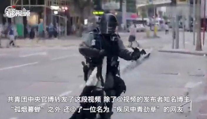 香港警察手撕港獨旗。