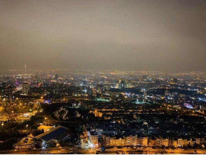 恢復供電後的德黑蘭夜景。文匯報圖片