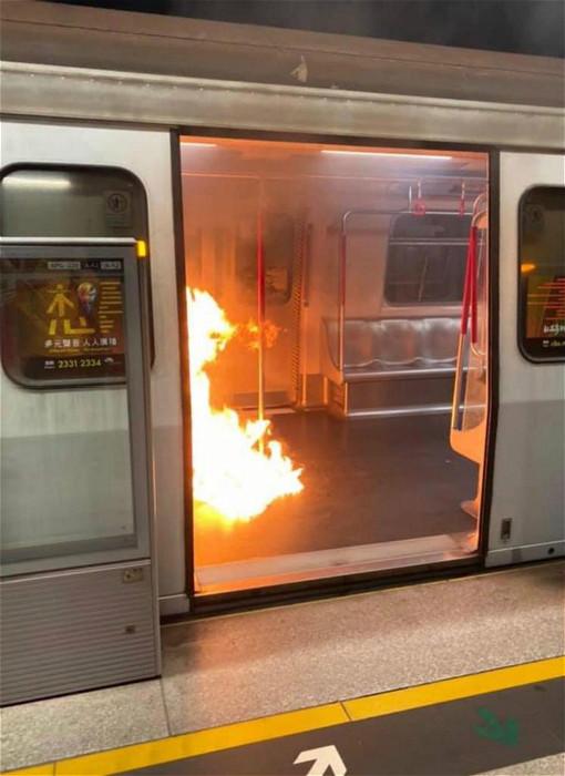 地鐵著火。