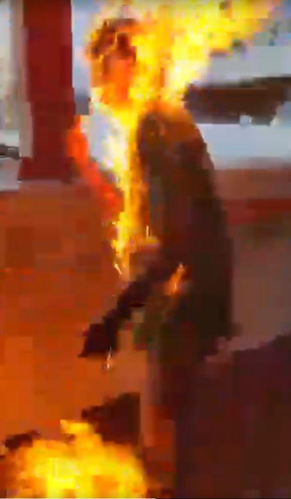 綠衣男子全身着火
