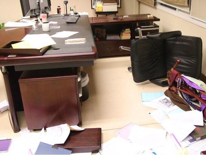 城大校長室被大肆破壞。
