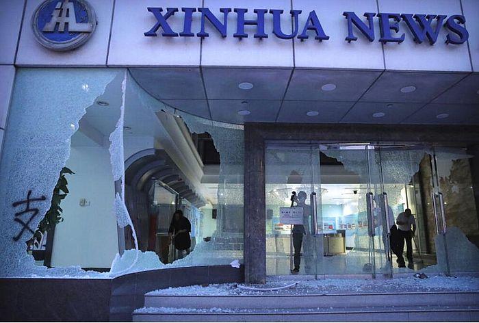 新華社亞太總分社被破壞及縱火。AP圖片