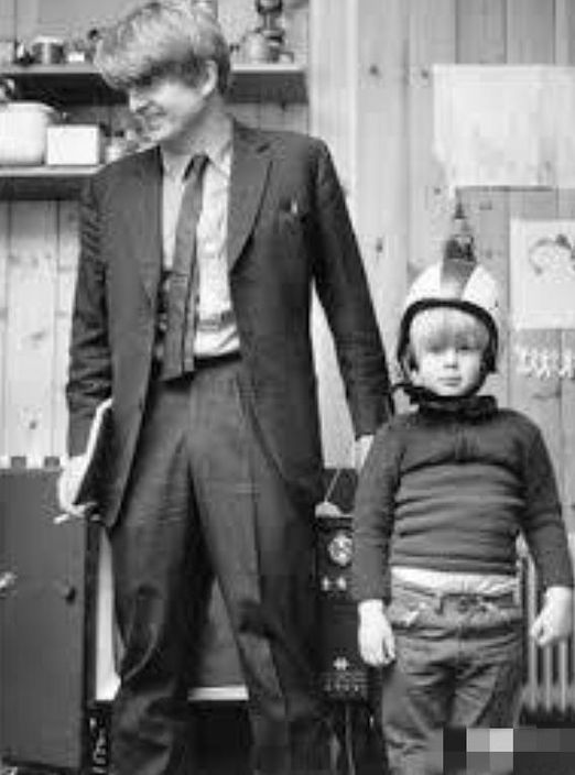 約翰遜和他爸爸。